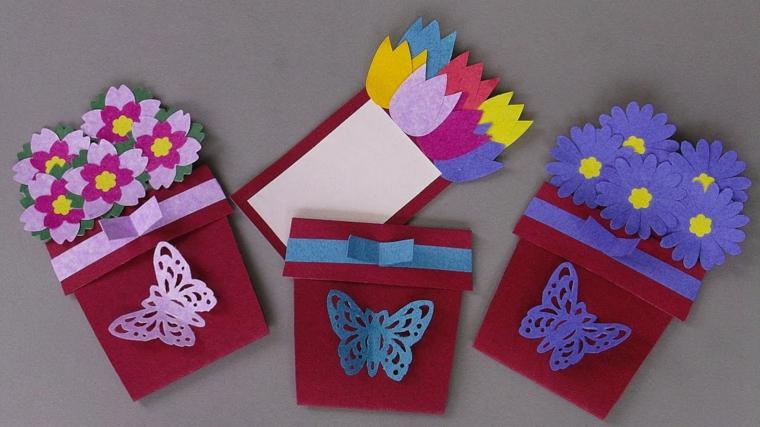 vasi con delle farfalle e fiori colorati realizzati con del feltro, idea per la festa della mamma