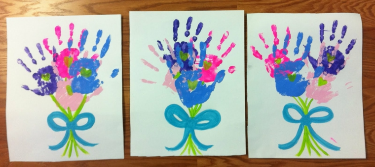 impronte della mani trasformate in mazzi di fiori, lavoretti per la mamma facili