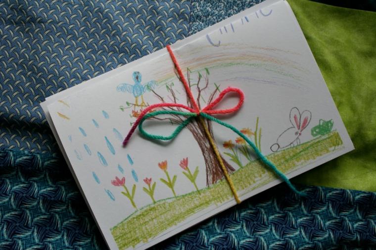 idea per creare dei biglietti con disegni festa della mamma e un fiocco con i fili di lana