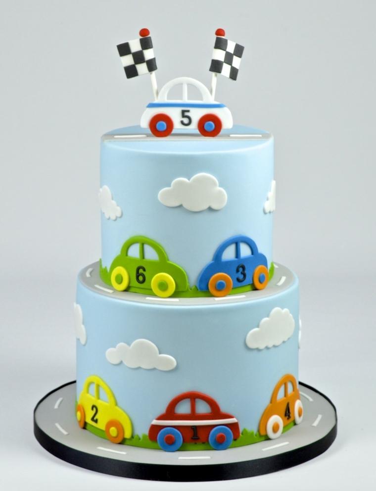 Torta a due piani decorata con macchine, torte bellissime per bambini