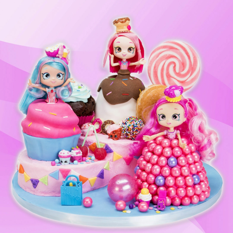 Torta compleanno bimba, le bamboline di Shopkins decorate con pasta di zucchero e caramelle