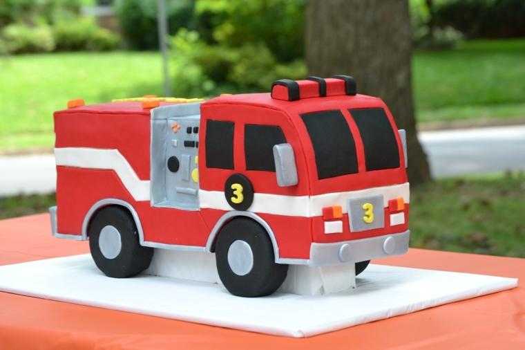 Torte di compleanno facili da fare in casa, camion dei pompieri per bimbo di 3 anni