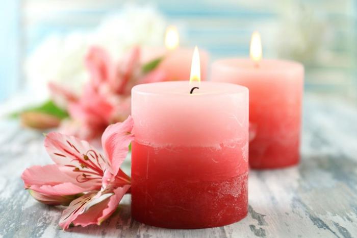 Stoppino candela, idea di colore rosa con decorazione di fiori dello stesso colore
