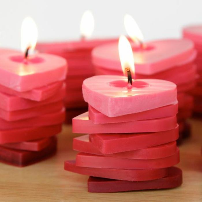 Come sciogliere la cera, candele a forma di cuore di colore rosso