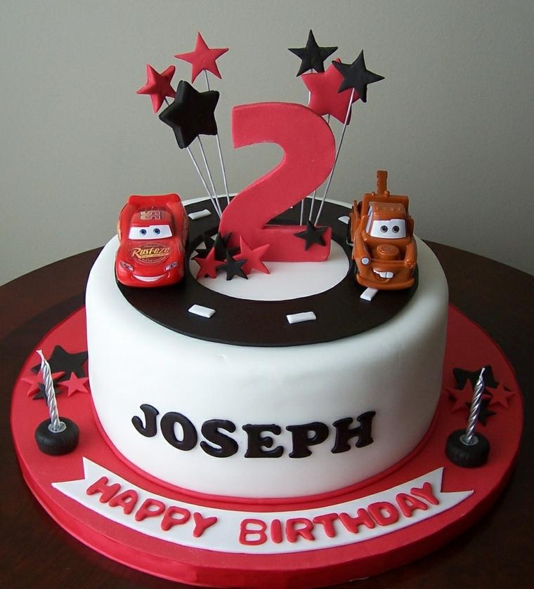 Torte di compleanno per bambini, idea decorazione con i personaggi del cartone animato Cars