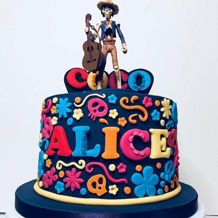 Torta con il nome Alice, idea ispirata al cartone animato Coco, torta di compleanno facile