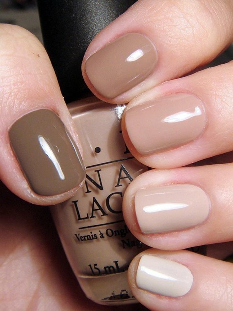varie sfumature per realizzare manicure con unghie nude a seconda dell'intensità e del colore della pelle