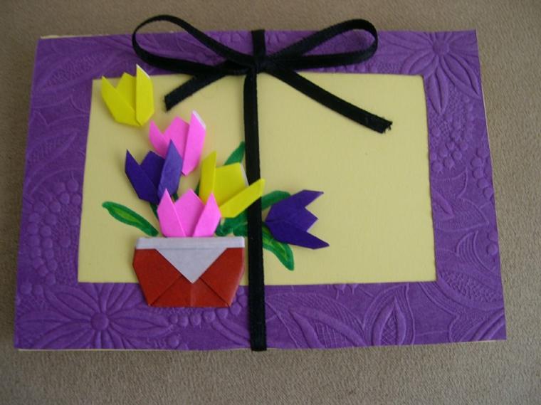 idea per realizzare un biglietto per la festa della mamma con dei fiori in carta colorati