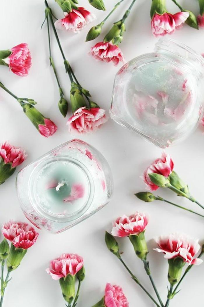 Stoppino fai da te, candela profumata in un barattolo di vetro , tanti fiori colorati