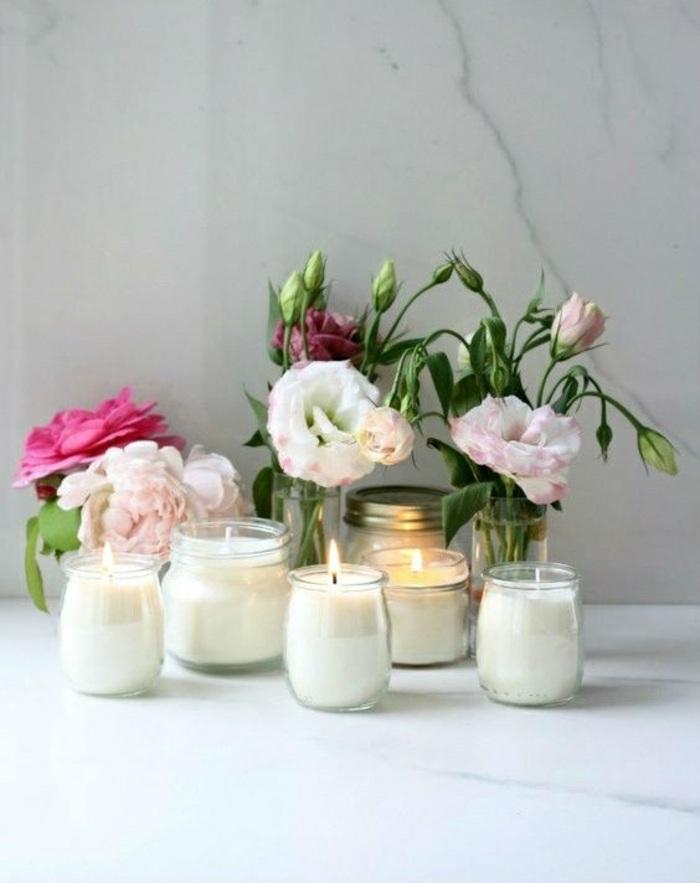 Candele fai da te in barattoli di vetro, decorazione sfondo con vasi di rose