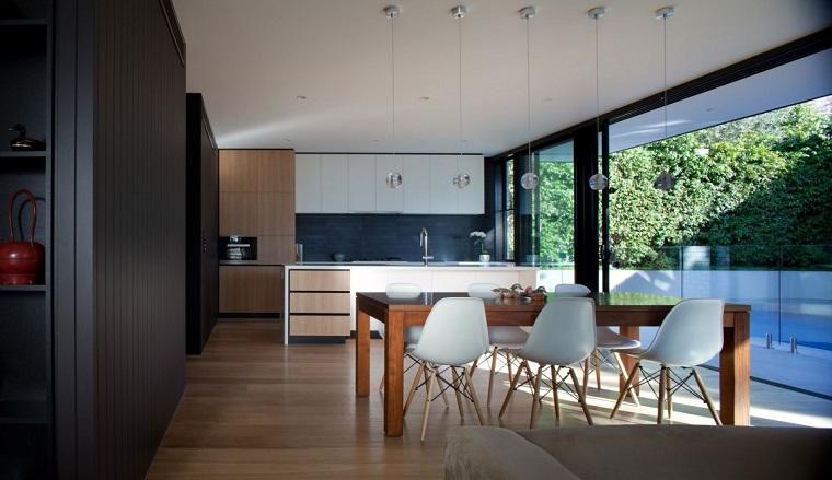 Arredare cucina piccola, ambiente open space con sala da pranzo, giardino grande con piscina