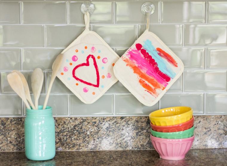 presine decorate con cuori e strisce colorate, idea per lavoretti per la mamma facili