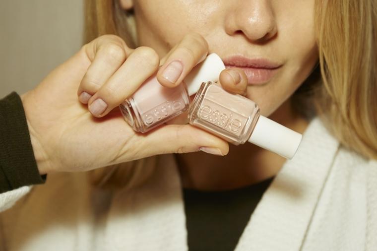 sfumature per manicure con unghie chiare fini ed eleganti adatte anche all'ufficio