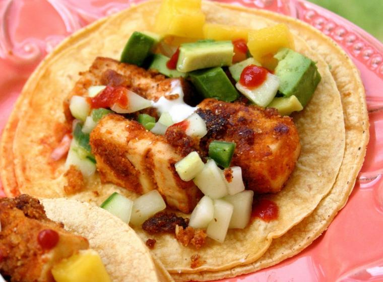 esempio per tofu affumicato ricette con delle verdure, salsa e piadina