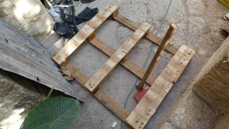 passaggio per la realizzazione di una sedia da giardino: idee pallet fai da te