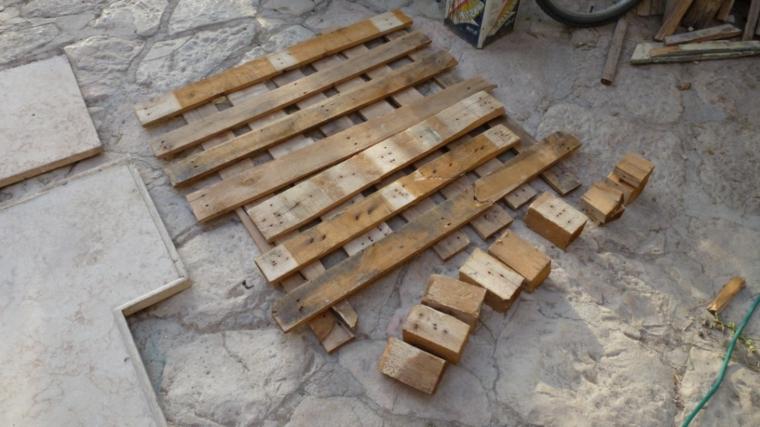 tutorial per creare dei mobili con bancali, una sedia da esterno originale e creativa