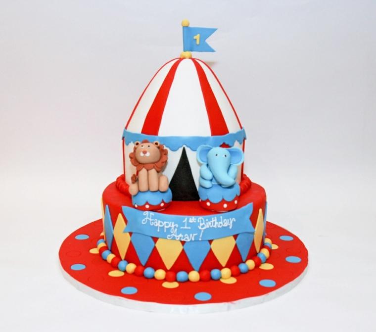Idea decorazione torta per un bimbo di un anno, circo con un leone ed elefante