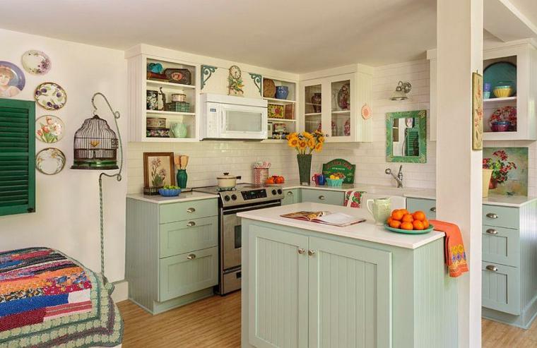 proposta per arredare in stile shabby chic cucina con mobile verde pastello e pareti bianche
