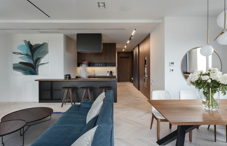 Arredamento cucina minimal, tavolo da pranzo in legno con vaso di fiori, set divano e tavolini di legno bassi