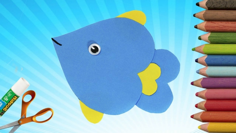 esempio di lavoretti facili per la festa della mamma, un pesciolino azzurro