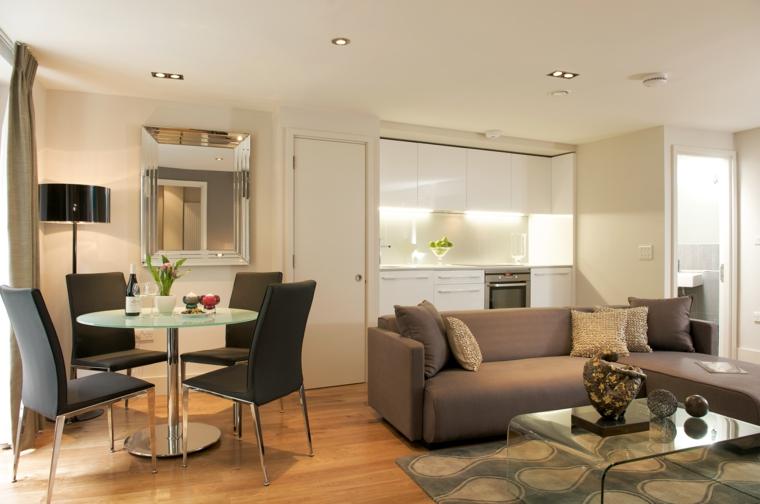 soluzione per come arredare un soggiorno rettangolare con divano, tavolo da pranzo e cucina a vista