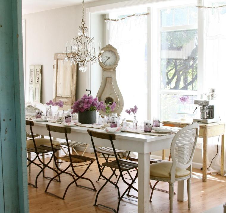 ispirazione per allestire degli ambienti shabby chic dove pranzare con un tavolo lungo rettangolare