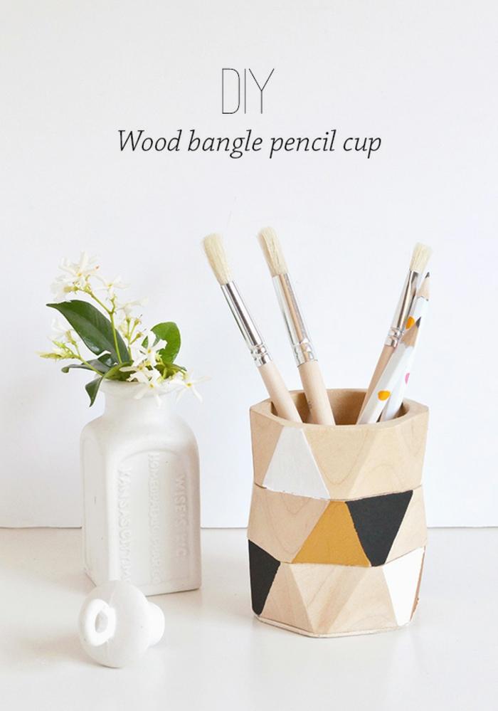 tutorial per cose da creare in casa semplici e fai da te, un portamatite in legno decorato