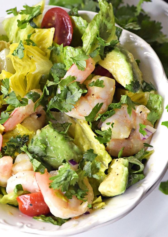 Ricette facili e veloci, insalata ai frutti di mare, scampi e pezzettini di avocado
