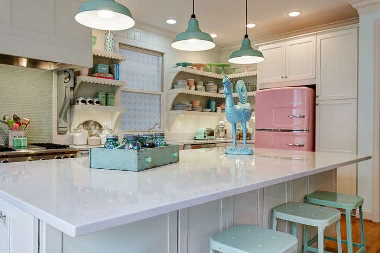 idea per arredare una cucina shabby moderna con una grande isola bianca
