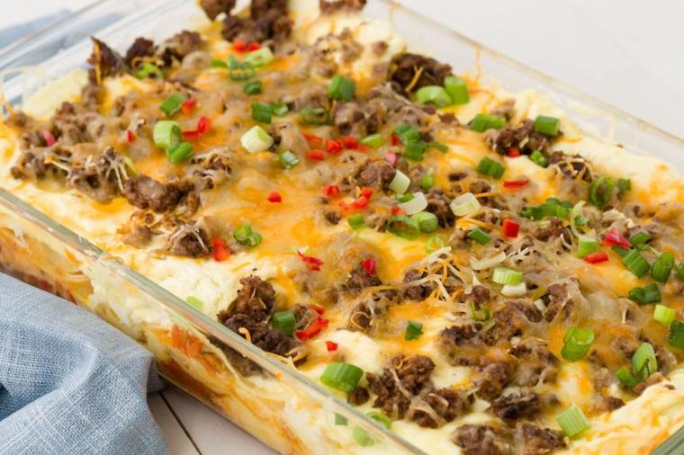 Ricette veloci, idea per una cena messicana, lasagna con verdure e carne in pirofila di vetro