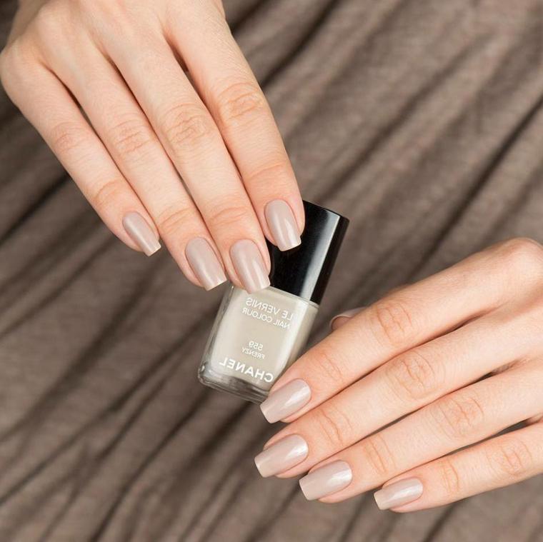 tonalità di smalto per realizzare delle unghie chiare eleganti e sofisticate alla moda