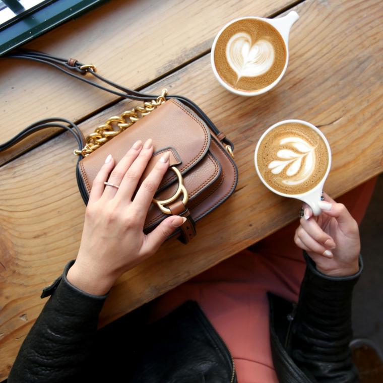idea alla moda per realizzare una nail art color carne ispirata ai colori del cappuccino