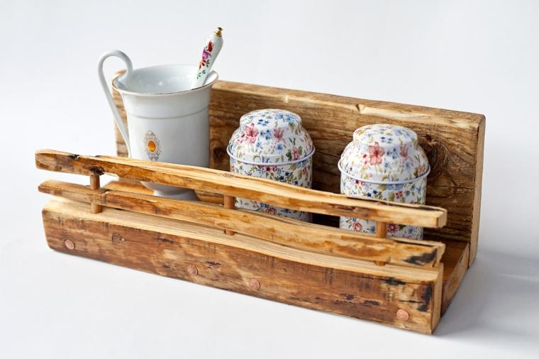 idea per allestire shabby chic cucina, una mensola in legno con vasi e tazze bianche con decorazioni floreali