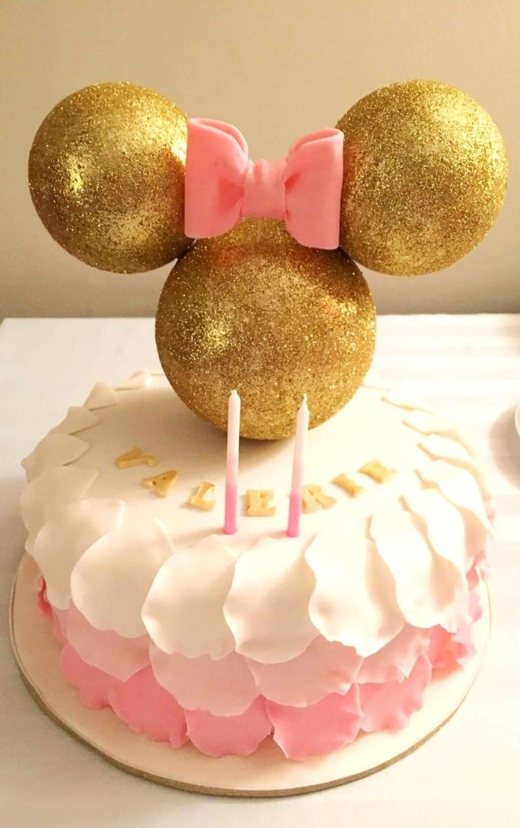 Torte di compleanno facili da fare in casa, idea con Minnie Mousse e fiocchetto rosa