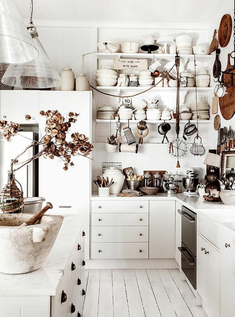 ispirazione per arredare delle cucine shabby chic moderne con mobili e mensole bianchi