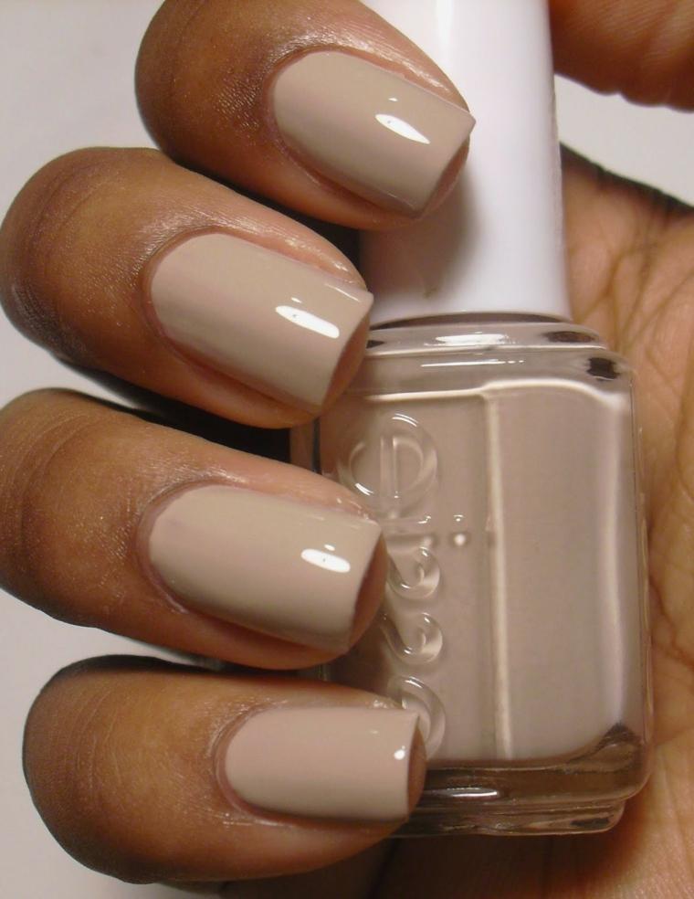 migliore proposta per unghie gel color carne dalla forma squadrata e con top coat lucido