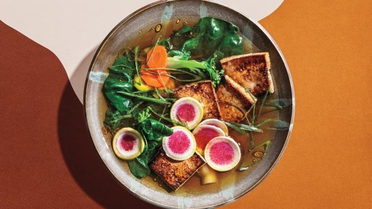 esempio per come preparate il tofu, piatto cinese con verdure e tofu dorato