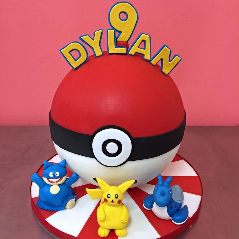 Decorazioni torte, idea bimbo 9 anni, decorata pallina di Pokemon con i personaggi