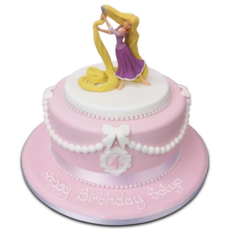 Torte semplici e gustose, forma rotonda rivestita con pasta di zucchero colorata e la principessa Rapunzel