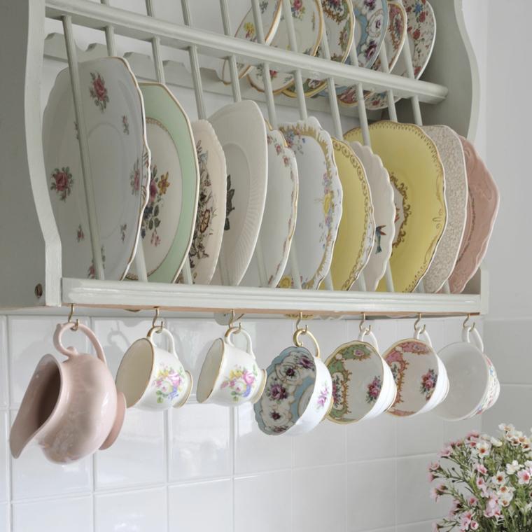 idea originale per scolare i piatti in cucina shabby chic provenzale, piatti e tazze in porcellana decorati