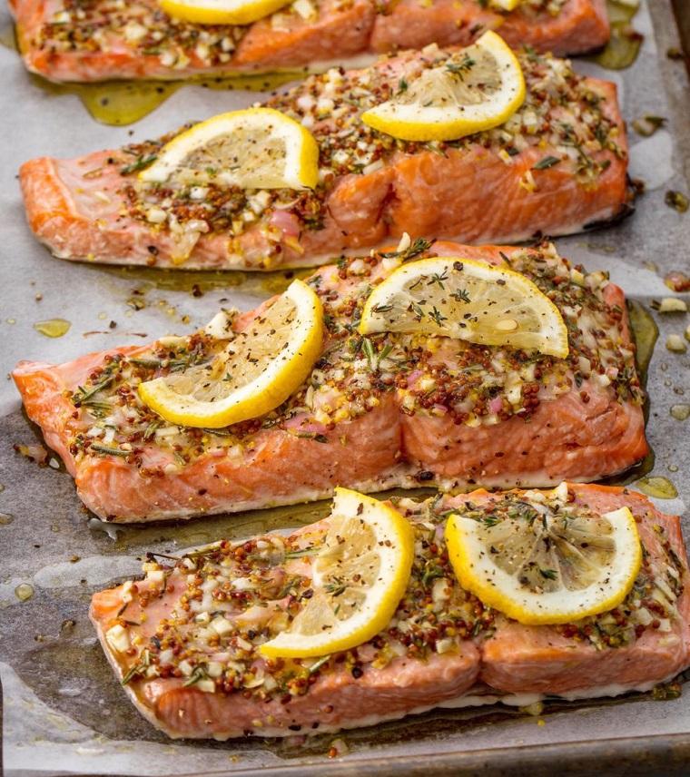 Ricette veloci per cena, filetti di salmone con spezie e limone, pesce preparato al forno