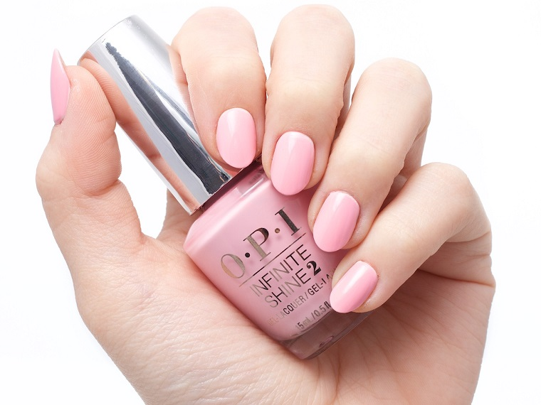 Unghie eleganti per matrimonio, smalto di colore rosa del marchio OPI