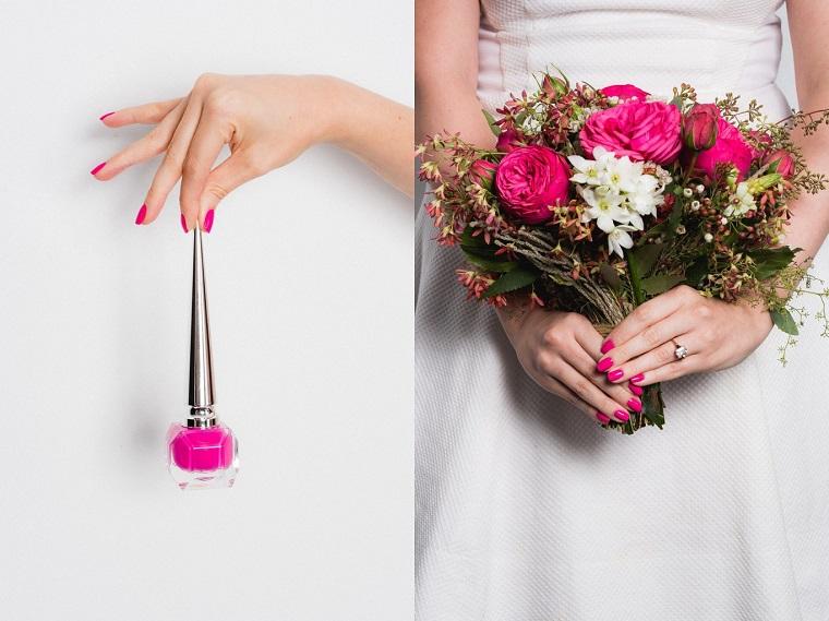 Unghie semplici ed eleganti, smalto colore fucsia in abbinamento al bouquet