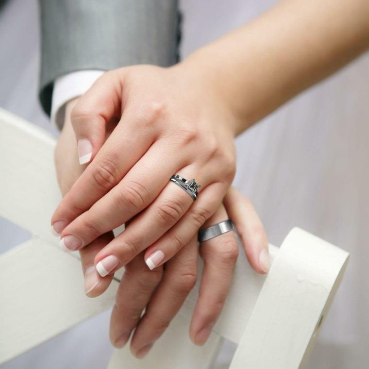 Unghie gel bianche, french manicure per donna, fedi in oro bianco con diamante
