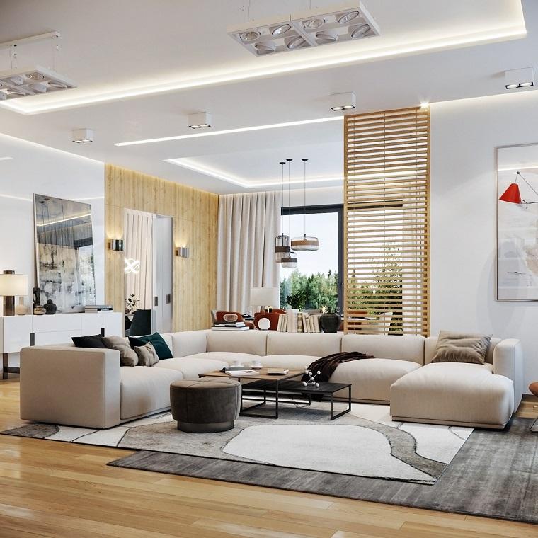 Esempi arredamento soggiorno, divano angolare colore bianco, parete rivestita di legno