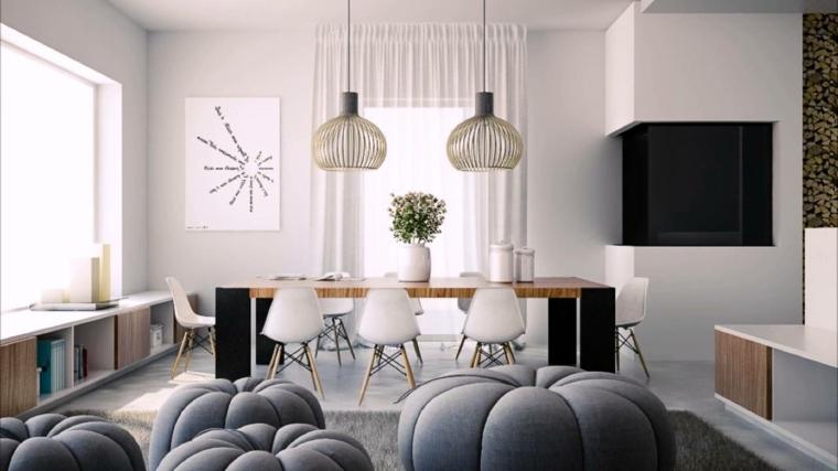 stanza luminosa arredata con degli originali puff grigi e un tavolo per il pranzo rettangolare con sedie bianche