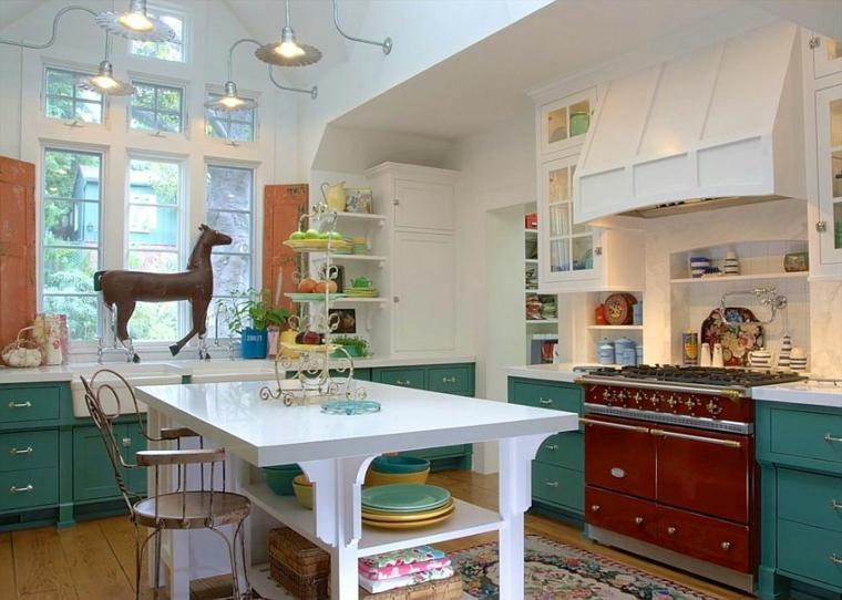 mobili verdi con top bianco, tavolo bianco al centro della cucina shabby moderno