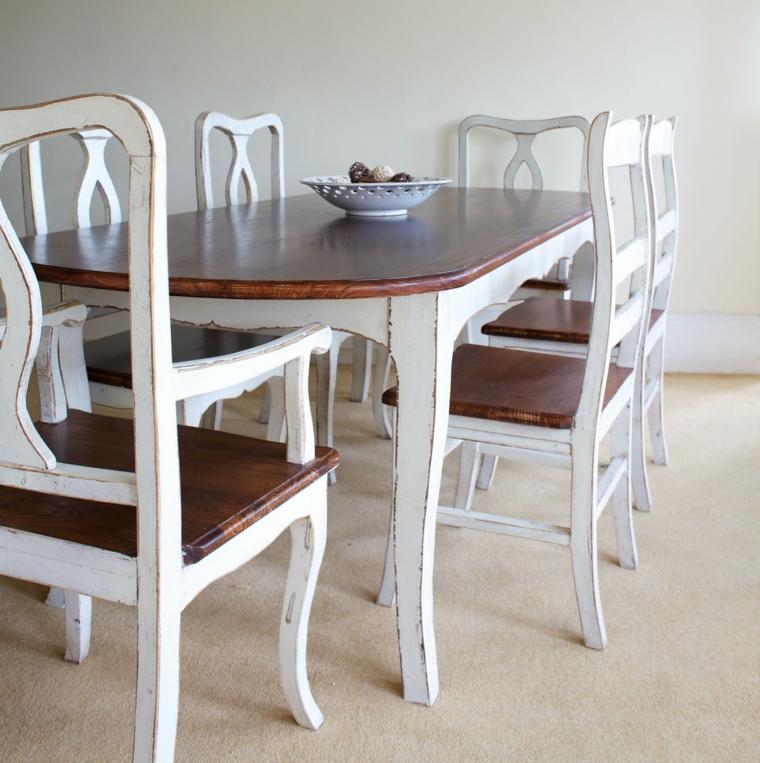 immagine di un tavolo e delle sedie bianche effetto logoro con top in legno per ambienti shabby chic