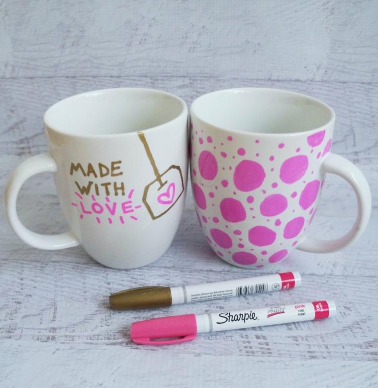 idea per dei lavoretti facili da regalare per la festa della mamma, delle tazze decorate fai da te