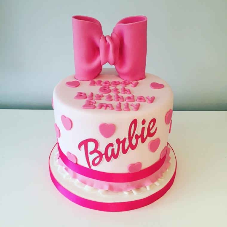 Foto torte compleanno, idea dolce della Barbie con fiocco e cuoricini, scritta auguri 6 anni bimba